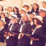 Chor inbrünstig singend